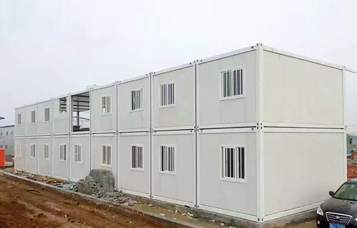 Prefabricated portable camp house for living