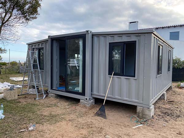 Expandable Shipping Container House.jpg